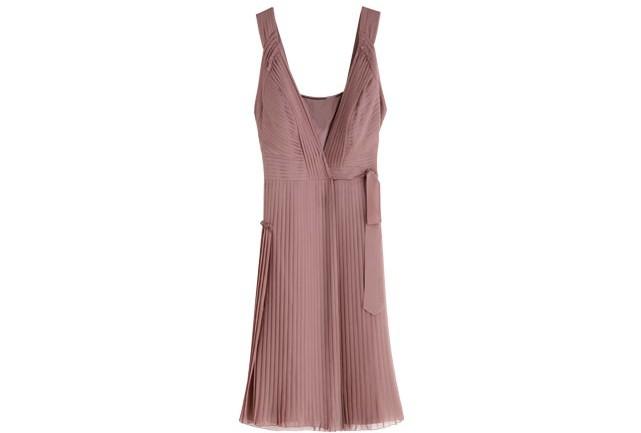 vestido-burberry-plissado-641x433