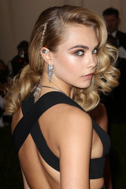 Cara-Delevingne-Vogue-6May14-Rex_b_426x639