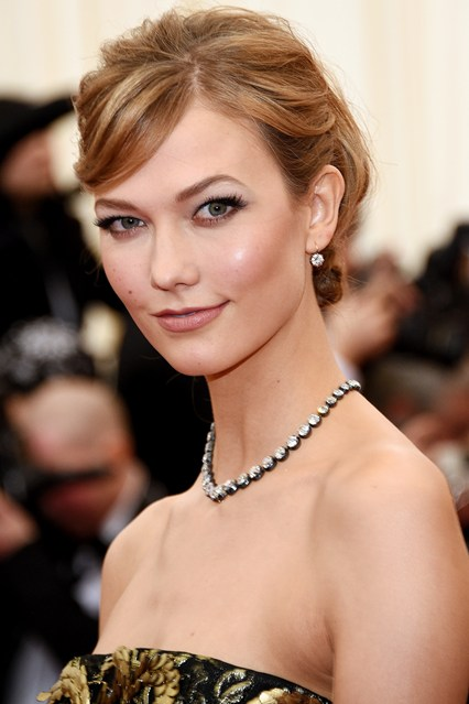 Karlie-Kloss-Vogue-6may14-Getty_b_426x639