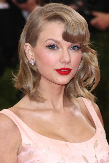 Taylor-Swift-Vogue-6may14-Rex_b_426x639